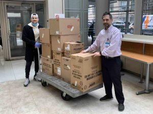 Duo Delivers Thousands Of Meals To New York City Hospitals For Free To Honor Late Dad