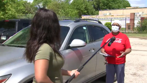 Good Samaritan Helps Elderly Citizens Whose Cars were Vandalized