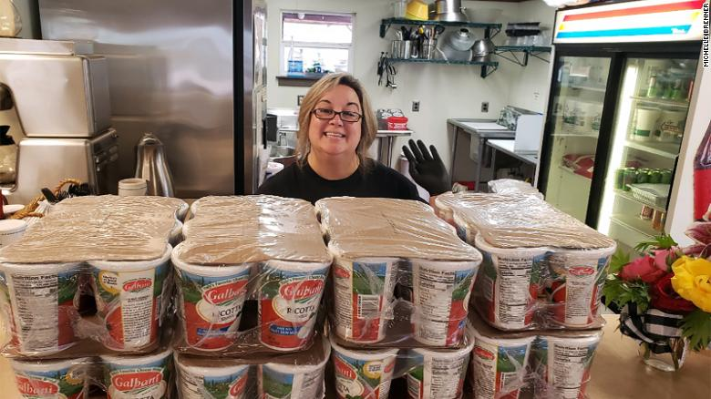 Do Good Lasagna Lady Cooks 1,200 Pans for Those In Need