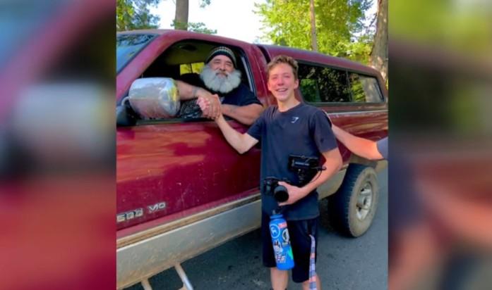 Good Samaritan Returns Lost $2k Camera to 16-year-old