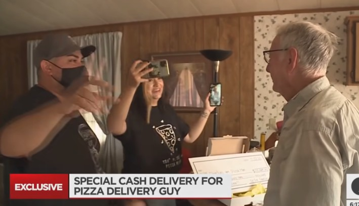 Video: Customer Collects Huge $12K Tip for his Favorite 89-Year-Old Pizza Delivery Man